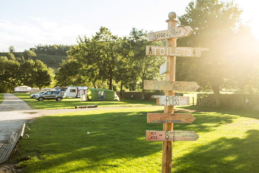 Masons Campsite Caravan Park Sign