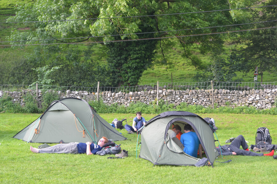 Camping Bolton Abbey River Field Realxing